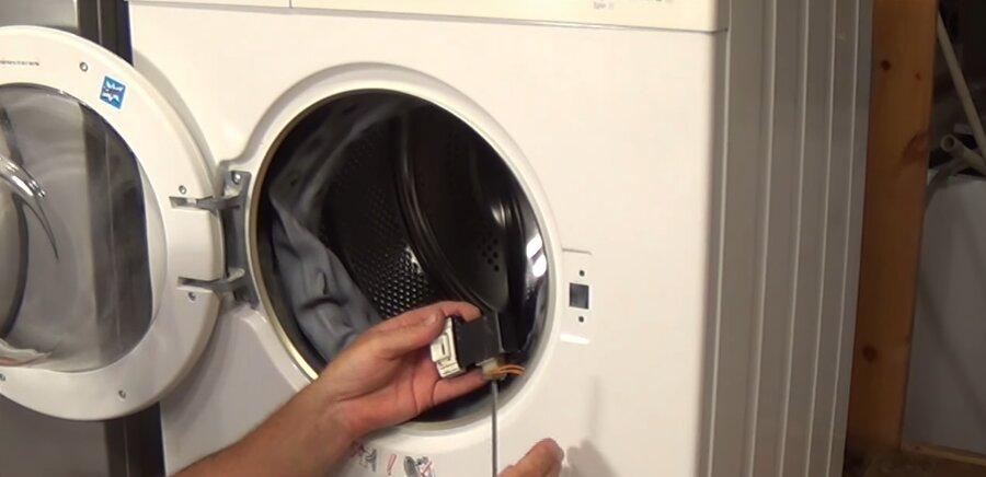 меняем электронный замок в стиральной машине